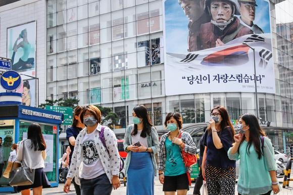 Nhiều người đeo khẩu trang ở Seoul, phòng chống MERS lây lan