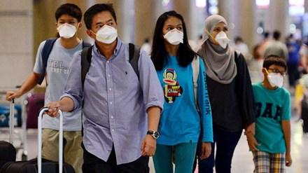 Hành khách cảnh giác với MERS khi tới sân bay quốc tế Incheon, Hàn Quốc. Ảnh: Yonhap