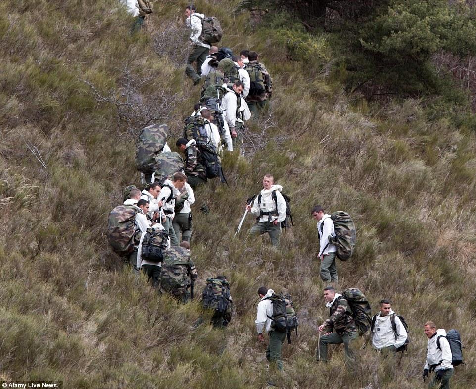 Được biết, công tác tiếp cận hiện trường máy bay, cứu hộ gặp nhiều khó khăn. Lực lượng quân đội Pháp phải đi bộ lên núi vào sâu trong dãy núi Anpơ - nơi chiếc máy bay gặp nạn đã rơi xuống