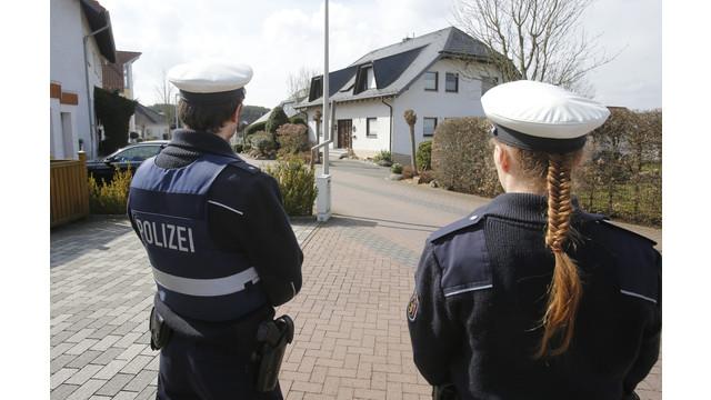 Căn nhà của cơ phó Andreas Lubitz trước khi bị cảnh sát vào khám xét (Ảnh: