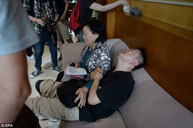The man, accompanied by his aunt, was grieving for his parents who were on board the boat