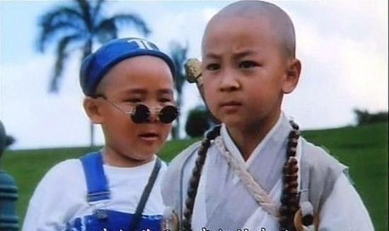 Thích Tiểu Long: Từ khi 2 tuổi, Thích Tiểu Long (tên thật Trần Tiểu Long) đã gia nhập Thiếu Lâm Tự và bái đại sư Thích Vĩnh Tín làm sư phụ. Từ đây, cậu bé được Thích Vĩnh Tín cũng như cha ruột - võ sư Trần Đồng Sơn truyền dạy võ thuật.