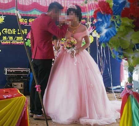Đám cưới (lễ vu quy) của chồng chị Thảo với cô Mai (ảnh dưới). (Ảnh do gia đình chị Thảo cung cấp).