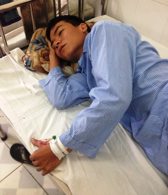 Anh Nguyễn Văn Nhất đang được điều trị tại bệnh viện Thủ Đức