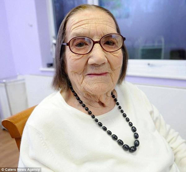 Cụ bà 104 tuổi mà mái tóc vẫn chưa bạc 1
