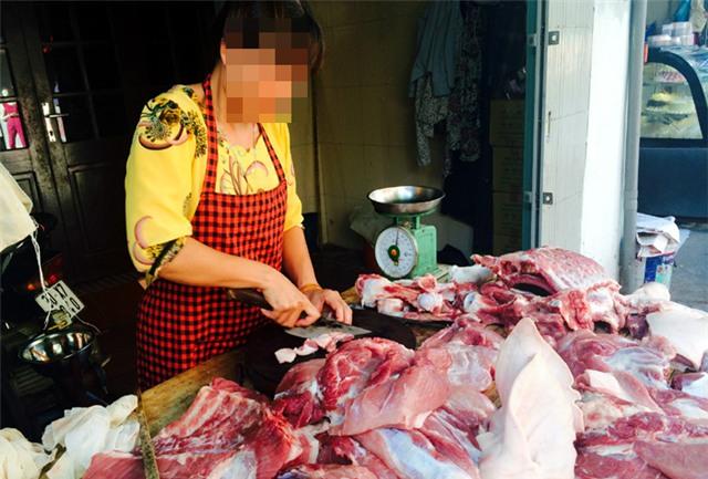 Hàng thịt, cân điêu, tráo hàng, ăn bớt, bà nội trợ, móc túi, khách hàng, mua thịt, thịt xay, cân thiếu, hàng-thịt, cân-điêu, tráo-hàng, ăn-bớt, bà-nội-trợ, móc-túi, khách-hàng, mua-thịt, thịt xay, cân thiếu, chợ