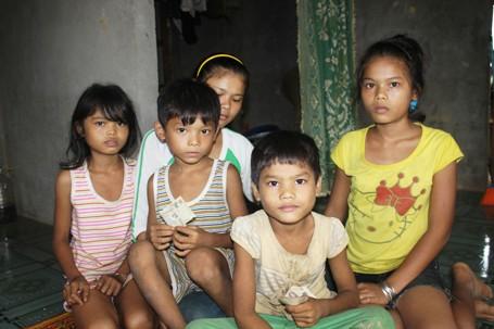 Chị Niên mất đi để lại 6 đứa con thơ dại.