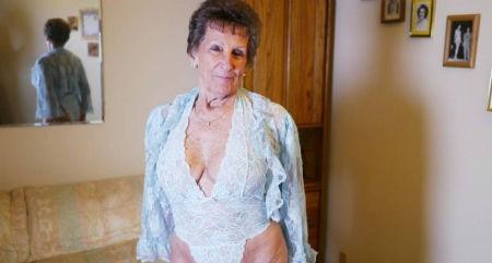 Cụ bà Shirley tự hào vì đã từng đóng phim khiêu dâm với hơn 1.000 người đàn ông trẻ.