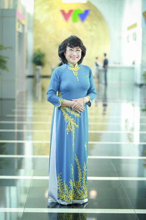 NSƯT Kim Tiến được coi là giọng đọc huyền thoại được khán thỉnh giả nhiều thế hệ yêu mến qua làn sóng phát thanh và truyền hình. Từ khi về hưu, bà không còn