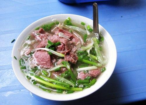 Một trong những quán phở ngon ở Hà Nội phải kể đến phở Bát Đàn đậm đà