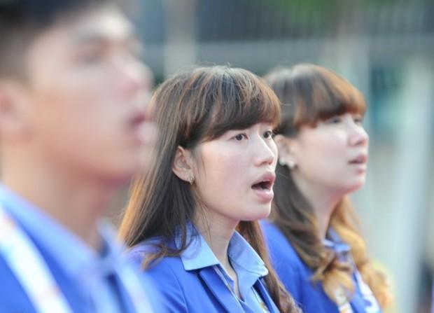 Các vận động viên hát vang Quốc ca tại quảng trường sân vận động Singapore Sports Hub.Tại SEA Games 28, Đoàn thể thao Việt Nam tham dự 28 trong tổng số 36 môn của đại hội.
