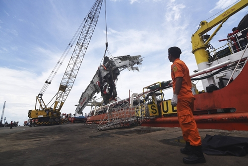 Workers unload the fuselage of AirAsia QZ8501, which crashed into the Java Sea on Dec. 28, from the ship Onyx Crest in Tanjung Priok port in Jakarta March 2, 2015 in this photo taken by Antara Foto. Indonesian authorities said they will soon end the search operation for the crashed AirAsia flight after its fuselage was delivered to experts for analysis on Monday. AirAsia flight QZ8501s fuselage, which was retrieved from the seabed over the weekend, was sent to Indonesias capital Jakarta on a search vessel. Investigators hope it will provide more information to piece together the last minute of the ill-fated flight. REUTERS/Antara Foto/Zabur Karuru (INDONESIA - Tags: DISASTER TRANSPORT) ATTENTION EDITORS - THIS IMAGE WAS PROVIDED BY A THIRD PARTY. FOR EDITORIAL USE ONLY. NOT FOR SALE FOR MARKETING OR ADVERTISING CAMPAIGNS. THIS PICTURE IS DISTRIBUTED EXACTLY AS RECEIVED BY REUTERS, AS A SERVICE TO CLIENTS. MANDATORY CREDIT. INDONESIA OUT. NO COMMERCIAL OR EDITORIAL SALES IN INDONESIA