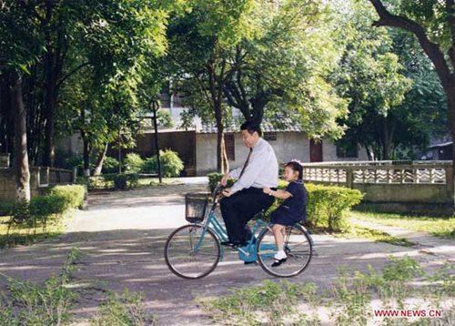 Đệ nhất phu nhân Trung Quốc dạy con như thế nào? - Ảnh 2