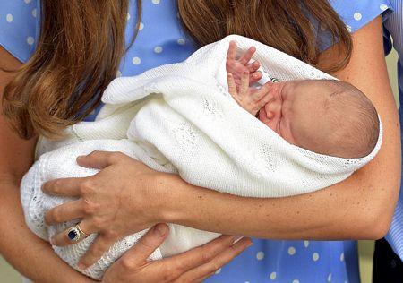 Khi chào đời, em bé hoàng gia nặng 3,8kg và hoàn toàn khỏe mạnh.