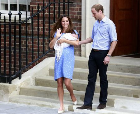 Tiểu Hoàng tử Anh lần đầu diện kiến công chúng