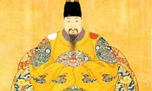 Minh Hy Tông là vị vua đặc biệt nhất trong lịch sử nhà Minh nói riêng và trong lịch sử Trung Quốc nói chung bởi người ta cho rằng ông là vị vua không có học, và ông cũng không hề biết chữ. Người ta còn cho rằng Minh Hy Tông không thể phê duyệt tấu sớ, cũng không thể coi việc triều chính, khiến cho nhiều nước lân bang khinh thường nhà Minh. (Chân dung Minh Hy Tông)