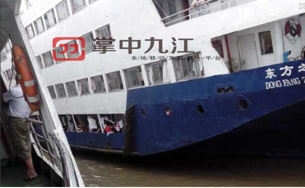 Hôm 1/6, một nhóm du khách lên thuyền Ngôi sao phương Đông trước khi nó khởi hành. Họ tham quan các khoang tàu và chụp ảnh. Các du khách của tàu du lịch chủ yếu là người già, từ 60 tới 80 tuổi.
