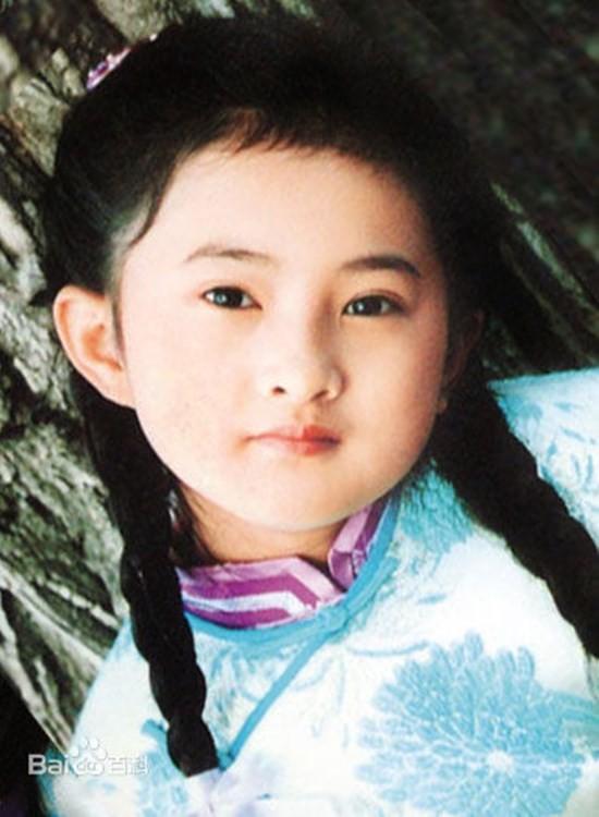 Với diễn xuất chân thật, lay động, Kim Minh đã lấy nước mắt của đông đảo người xem. Nhờ đó, cô bé trở thành ngôi sao nhí đầy tiềm năng trong làng giải trí Hoa ngữ.