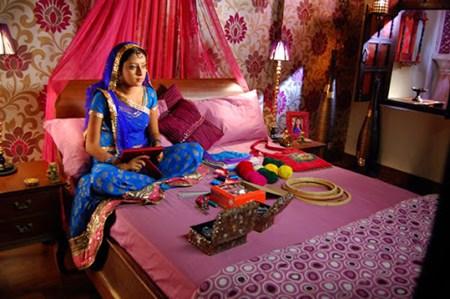 Bên trong căn phòng của nhân vật bác dâu của Anandi
