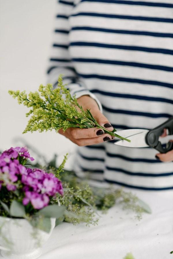 Cắm hoa trong tách trà