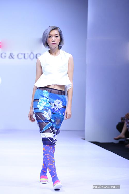 Những chất liệu vải lưới, vải xuyên thấu được sử dụng nhằm tôn nét sexy cho từng mẫu váy ngắn.