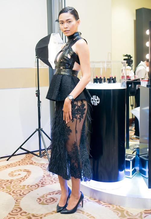 Mâu Thanh Thuỷ thể hiện sự táo bạo khi xuất hiện tại sự kiện với mẫu váy xuyên thấu kết hợp cùng thân áo