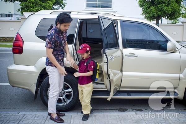 Một ngày đưa con đi học của ông bố đại gia Đỗ Minh 4
