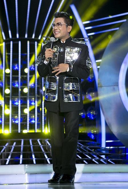 Huyền Ny thường xuyên xuất hiện với những bộ trang phục gây sốc cho người đối diện.