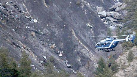 Khu vực máy bay gặp nạn là núi cao, địa hình hiểm trở, khiến lực lượng cứu hộ khó tiếp cận.