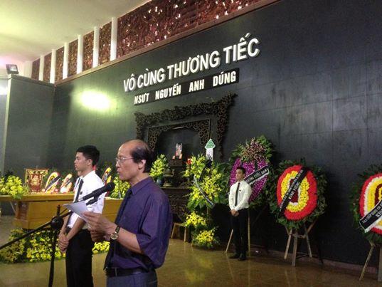 Đại diện Ban tổ chức lễ tang đọc điếu văn.