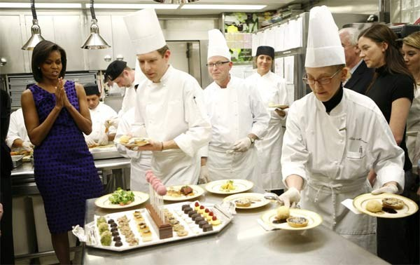 Mọi thực phẩm đưa vào Nhà Trắng đều được kiểm tra chặt chẽ. Và không một vị khách nào được mang thức ăn vào bên trong tòa nhà.
