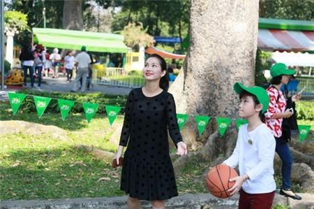 Kim Hiền hạnh phúc khoe bụng bầu 3 tháng bên chồng con - 4