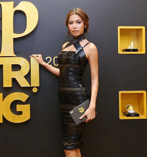 Minh Tú cũng chọn váy xuyên thấu thiết kế trên chất liệu vải lưới mix cùng vải da để tôn nét cá tính và sexy khi tham gia sự kiện.