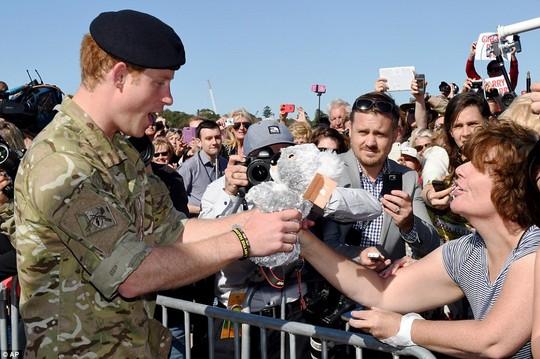 Vẻ dễ gần của Harry rất được lòng người dân Úc. Ảnh: AP