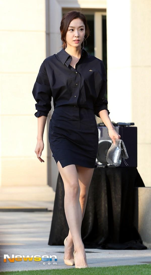 Seo Ji Hye nổi bật với đầm đen.