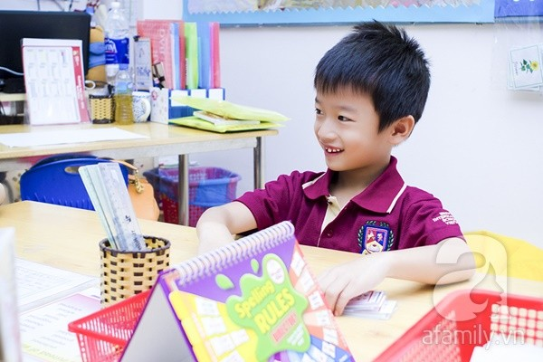 Một ngày đưa con đi học của ông bố đại gia Đỗ Minh 9