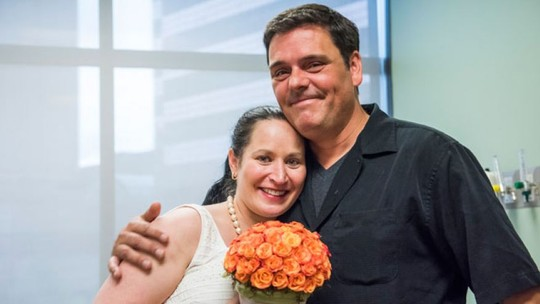 Cô Stephanie Tallent và anh Jason Nece tổ chức lễ cưới tại bệnh viện. Ảnh: Fox News