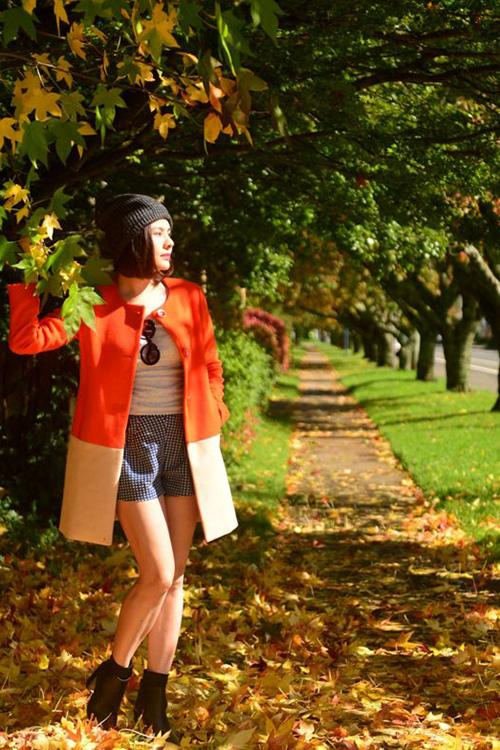 Trong tháng vừa qua, sau khi hoàn thành bộ phim truyền hình dài tập, diễn viên Vân Trang đã dành thời gian để nghỉ ngơi và cô đã chọn du lịch tại nước Úc. Vân Trang cho biết, cô may mắn đi ngay mùa thu nên đã được thưởng ngoạn những phong cảnh tuyệt đẹp của đất nước này.
