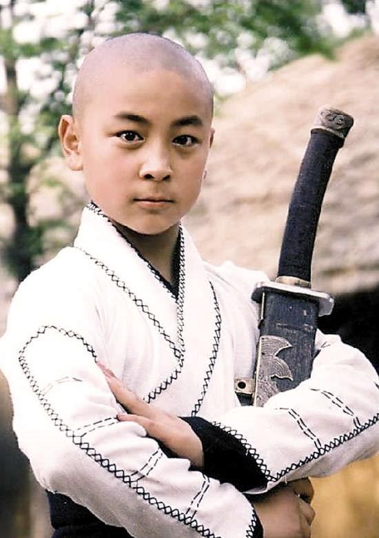 Tuy còn nhỏ, nhưng Thích Tiểu Long đã lĩnh hội xuất sắc. Năm lên 4, cậu tạo dấu ấn mạnh mẽ khi tham gia Đại hội công phu Thiếu Lâm Quốc tế và nhờ đó được mời đóng phim.