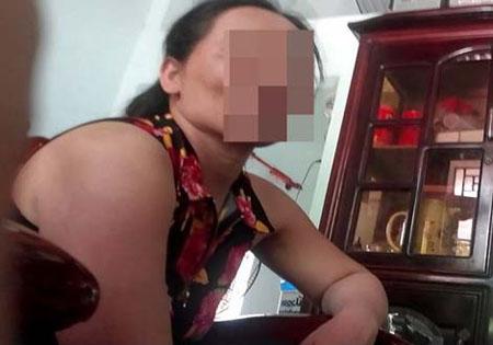 Bà Nguyễn Thị T. (mẹ Vương) cho biết sự việc của con mình.
