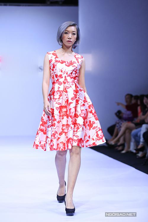 Những sắc màu rực rỡ và hoạ tiết in bắt mắt là điểm nhấn ấn tượng trên trang phục mùa hè của thương hiệu Việt.