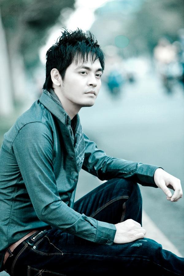 Phan Anh khởi nghiệp MC khi gắn với chương trình Sao Online. Dù đây không phải chương trình truyền hình dình đám nhưng anh cũng được nhiều bạn trẻ yêu mến bởi cách dẫn gần gũi, vui vẻ.