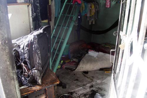 Sau khi cột kẽm phía ngoài cửa, Diệp châm dầu đốt căn phóng trọ có 5 người đang ngủ bên trong. Ảnh: An Nhơn