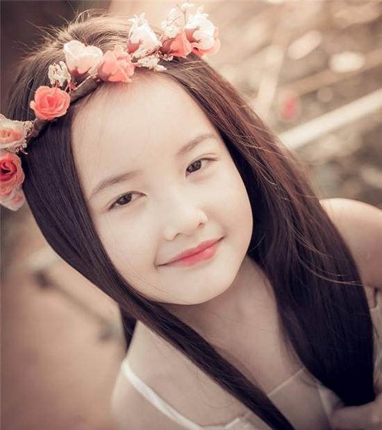 Vẻ đẹp tựa thiên thần của cô bé Hà Nội 6 tuổi