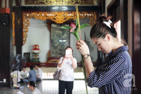 dân công sở đi lễ chùa