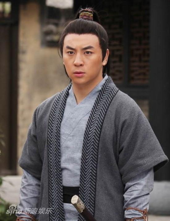 Với khả năng võ thuật tuyệt vời, Thích Tiểu Long nhanh chóng trở thành ngôi sao võ thuật nhí đình đám trên màn ảnh Hoa ngữ. Cậu góp mặt trong rất nhiều bộ phim đình đám như Thời niên thiếu của Bao Thanh Thiên, Quan huyện 9 tuổi, Rồng thiếu lâm, Đỗ thánh 2...