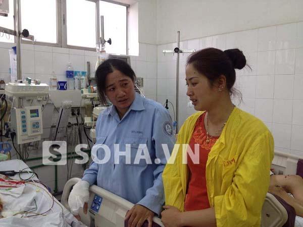 Mỗi người vào thăm đều để lại nơi bé đang nằm điều trị những giọt nước mắt