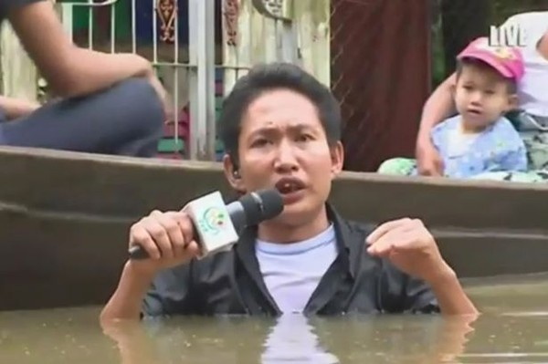 Myanmar-journalist-braves-flood-waters-up-to-neck (1)-cc1b1
