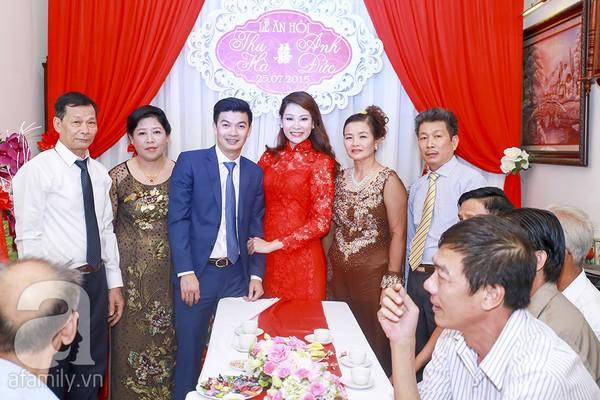 Ngọc Hân, Hồng Quế xinh tươi bê tráp cho Hoa hậu Thu Hà