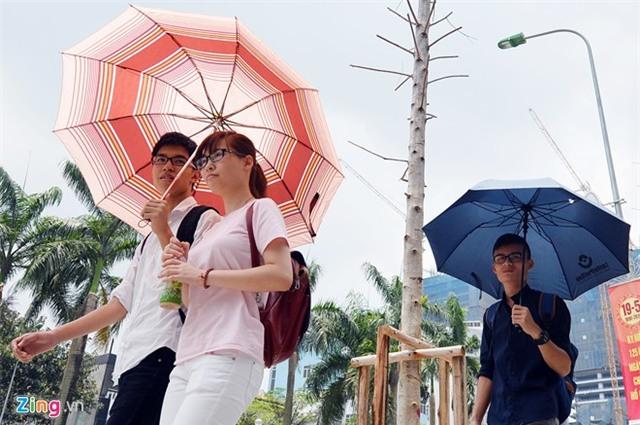 Những cảnh tránh nắng nóng 37 độ C giữa thủ đô